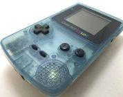 Un fan construit un costume géant de Game Boy Color